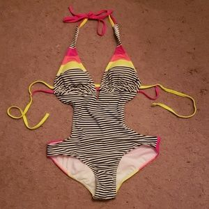 Bright cute one piece suit sx md 7-9
